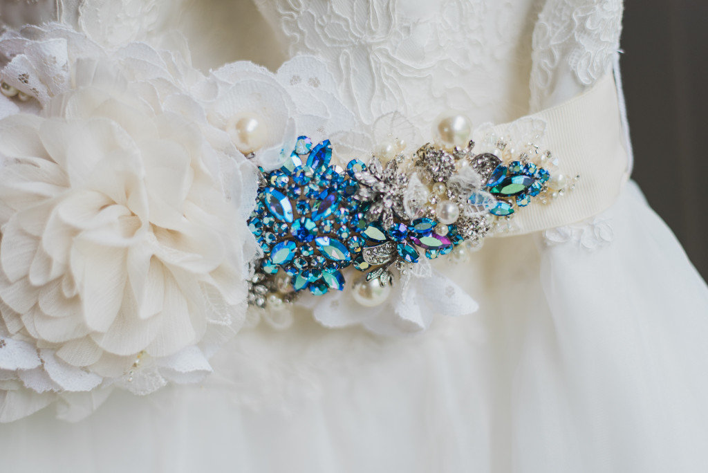 photo-mariage-ceinture-bleu-robe-mariée-0001
