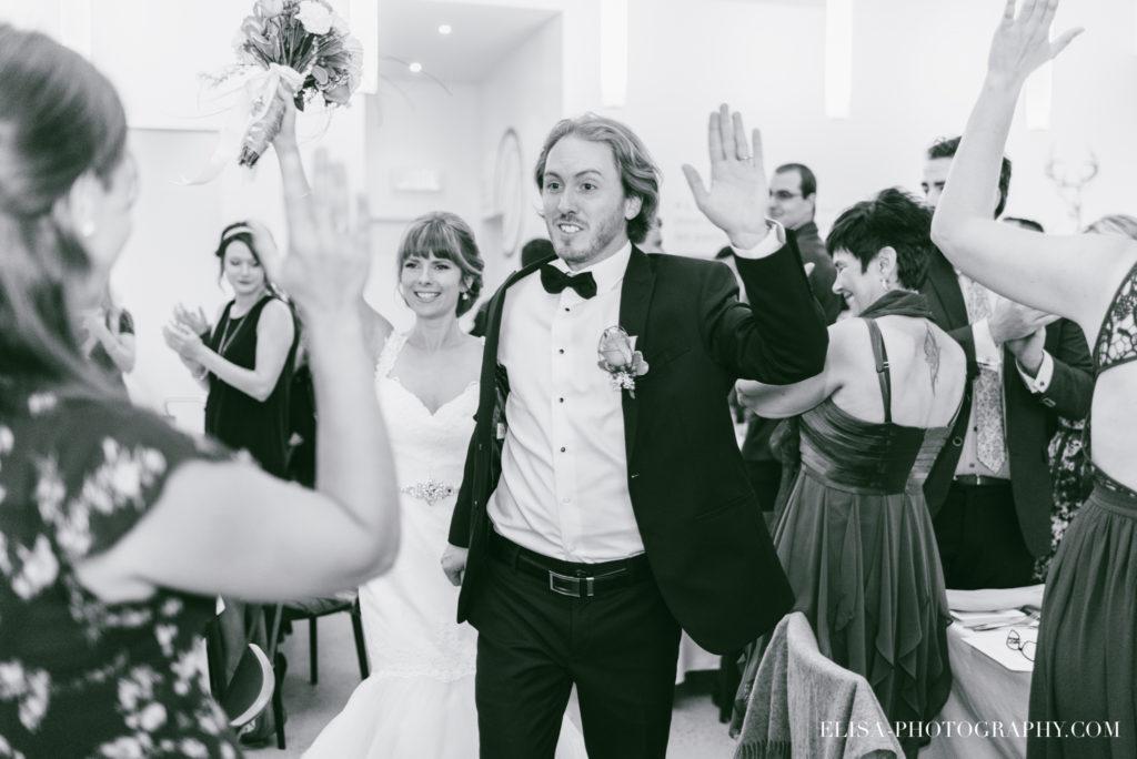 mariage-reception-raisins-grande-entree-des-maries-vignoble-orpailleur-dunham-photo-4248