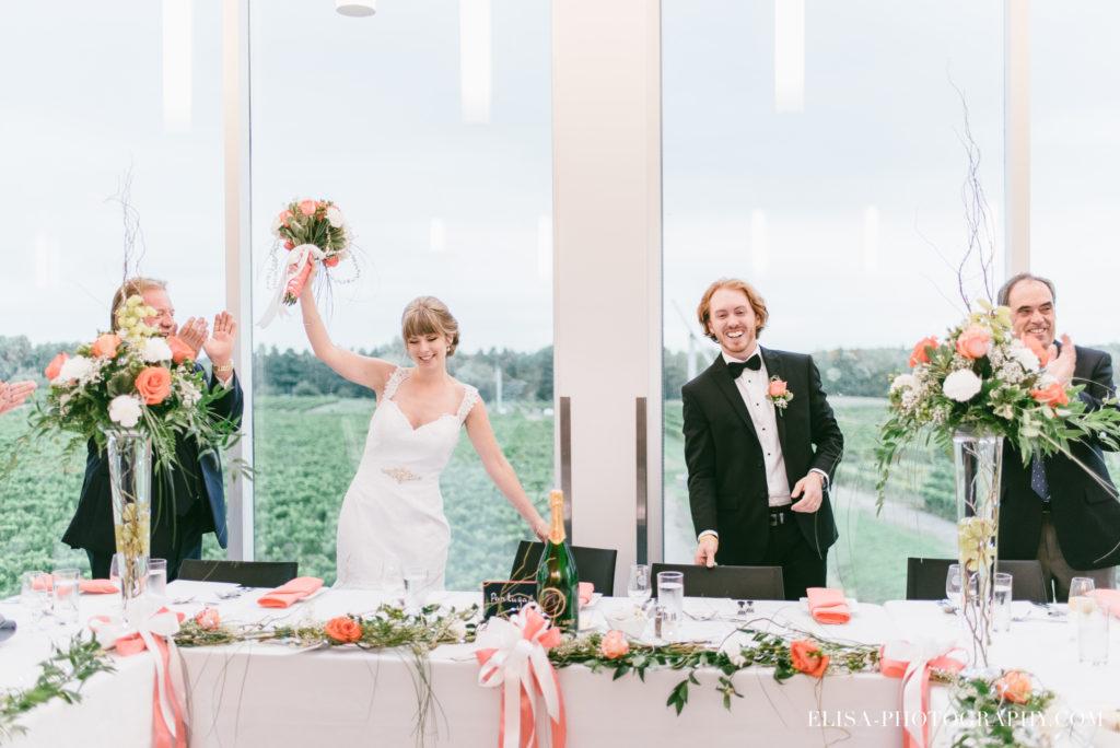 mariage-reception-raisins-grande-entree-des-maries-vignoble-orpailleur-dunham-photo-4253