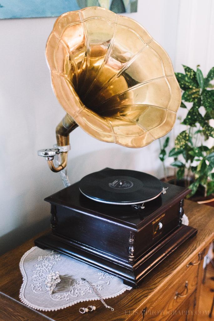 mariage--vintage-gramophone-bracelet-boucles-orreilles-accessoires-cheveux-manoir-sweetsburg-dunham-orpailleur-photo-2344