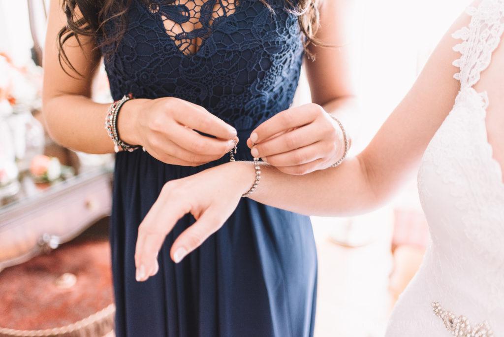 mariage-robe-habit-bleu-preparation-manoir-sweetsburg-dunham-orpailleur-photo-3077