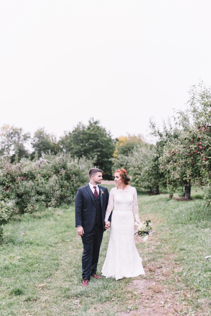 mariage-portrait-couple-pommes-apple-domaine-verger-dunham-photo-7296