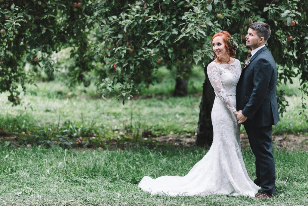 mariage-portrait-couple-pommes-apple-domaine-verger-dunham-photo-7352
