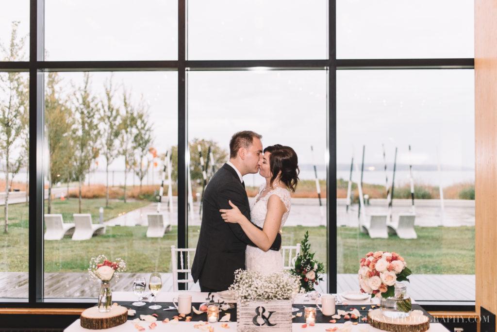 mariage-quebec-baie-de-beauport-automne-reception-entree-des-maries-photo-0073