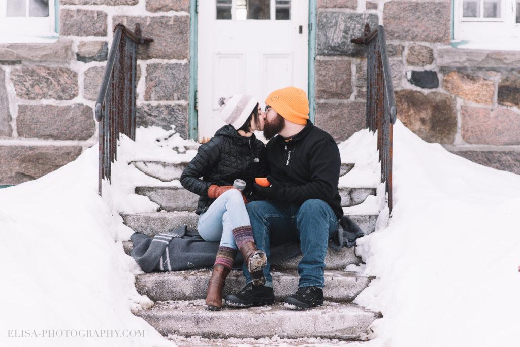 fiancailles ville quebec hiver winter engagement hot chocolate chocolat chaud photo 5888 1024x684 - Séance fiançailles dans la neige: Audrey-Ann + Pascal