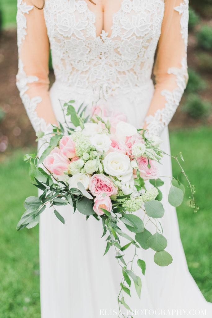 mariage classique bouquet mariée pivoines rose blanc auberge des gallants photo 2939 684x1024 - Mariage bohème sur le bord de l'eau, Rigaud: Natacha & Pierre-Alexandre