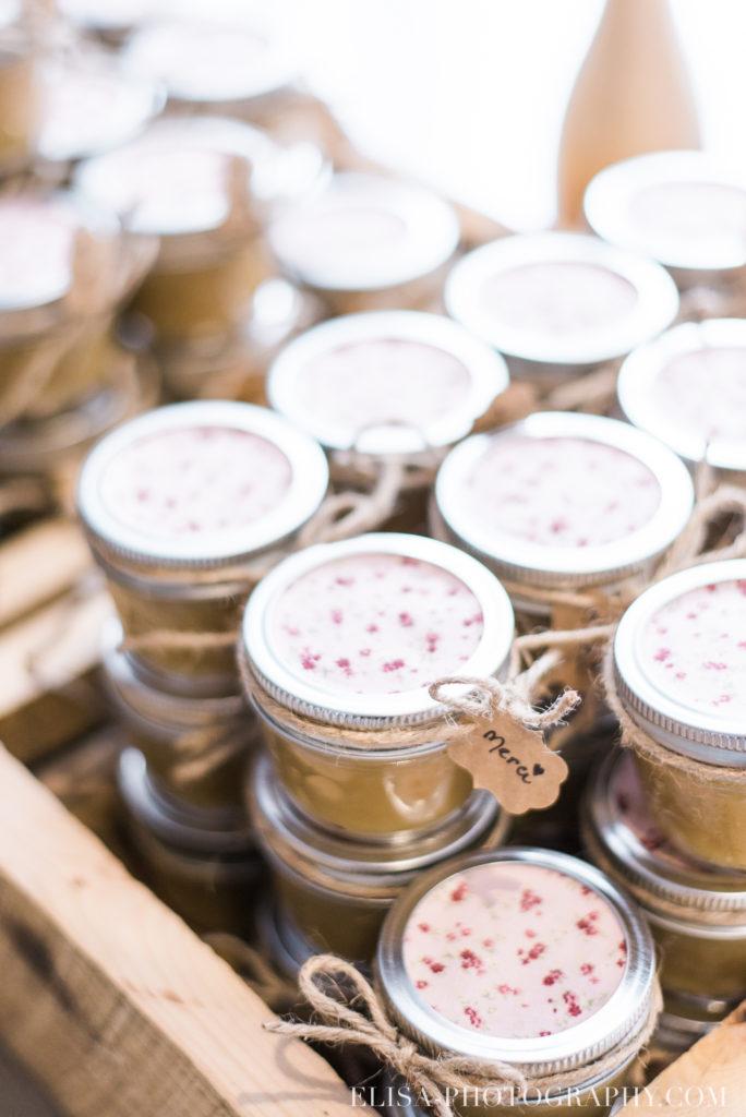 mariage classique cadeaux invités caramel auberge des gallants photo 1836 684x1024 - Mariage bohème sur le bord de l'eau, Rigaud: Natacha & Pierre-Alexandre