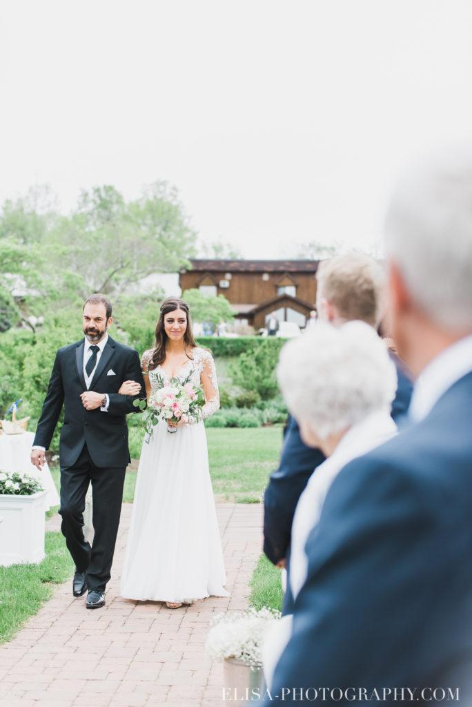 mariage classique mariée père cérémonie auberge des gallants photo 2333 684x1024 - Mariage bohème sur le bord de l'eau, Rigaud: Natacha & Pierre-Alexandre