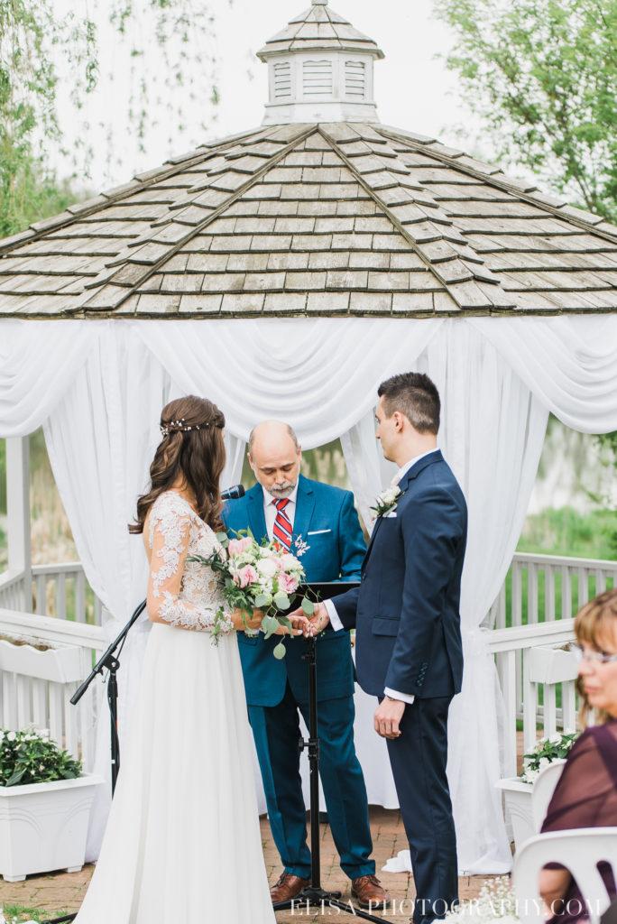 mariage classique mariés cérémonie auberge des gallants photo 2408 684x1024 - Mariage bohème sur le bord de l'eau, Rigaud: Natacha & Pierre-Alexandre