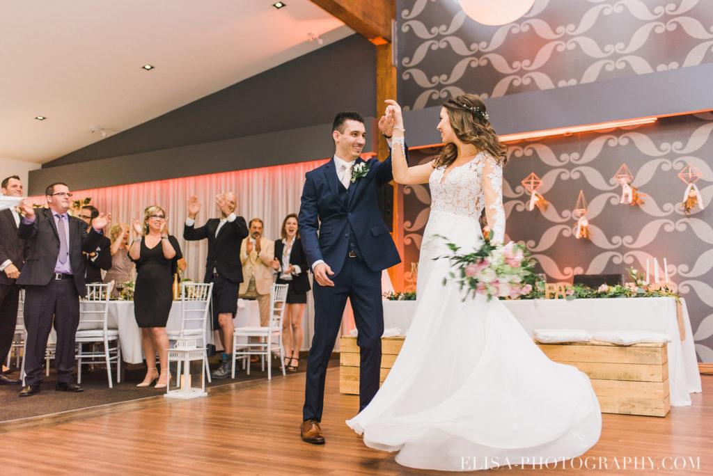 mariage classique réception entrée des mariés auberge des gallants rigaud photo 3135 1024x684 - Mariage bohème sur le bord de l'eau, Rigaud: Natacha & Pierre-Alexandre