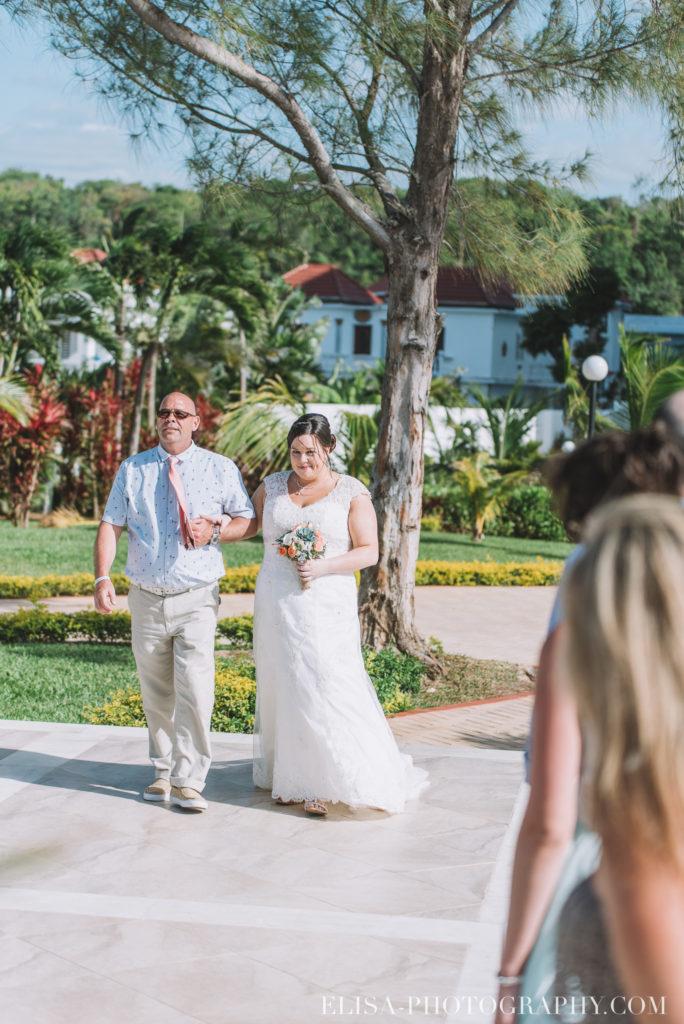 mariage de rêve à destination cérémonie mariée mer grand bahia principe jamaïque photo 4848 684x1024 - Un mariage de rêve à destination de la Jamaïque: Mindy & Mathieu