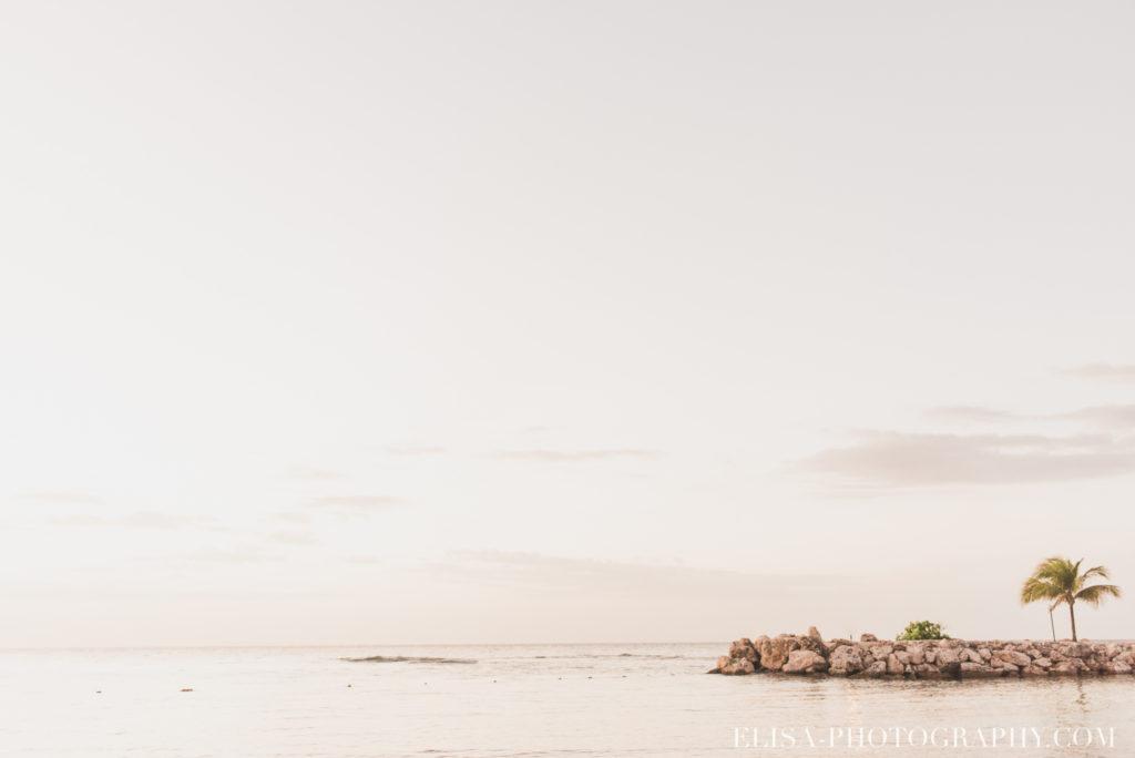mariage de rêve à destination couple couché de soleil vagues sable plage mer des caraïbes grand bahia principe jamaïque photo 5918 1024x684 - Un mariage de rêve à destination de la Jamaïque: Mindy & Mathieu