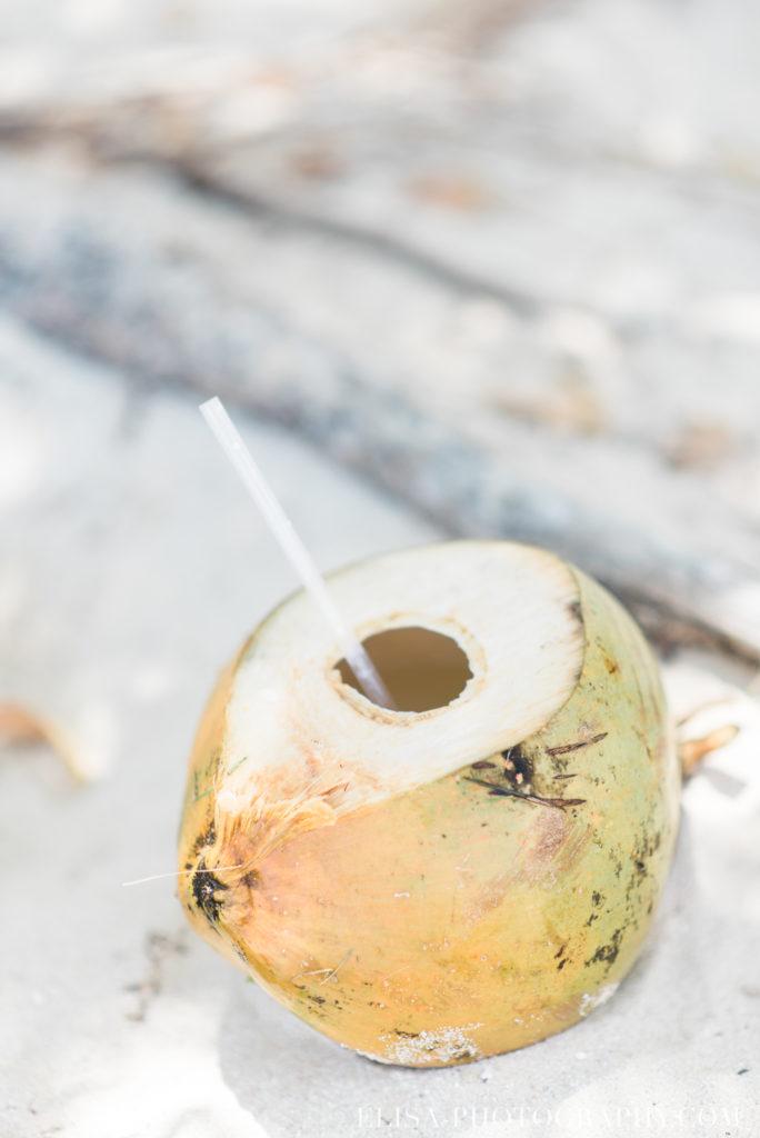 mariage de rêve à destination drink cocktail noix de coco caraïbes grand bahia principe jamaïque photo 6230 684x1024 - Un mariage de rêve à destination de la Jamaïque: Mindy & Mathieu