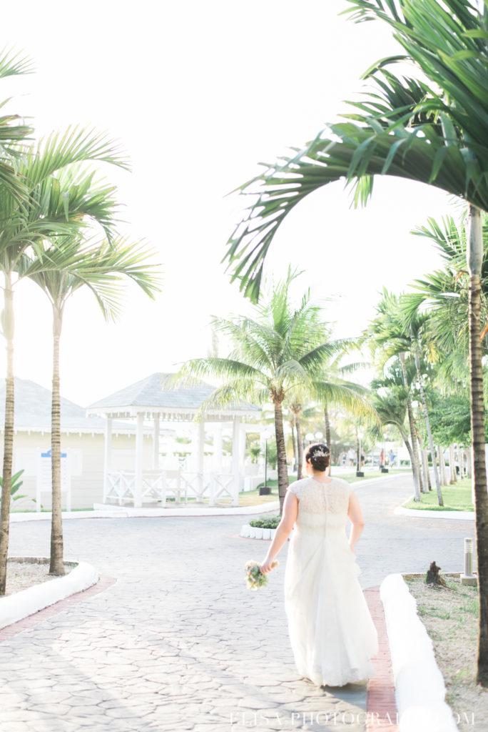 mariage de rêve à destination portrait des mariés palmiers mer des caraïbes grand bahia principe jamaïque photo 5790 684x1024 - Un mariage de rêve à destination de la Jamaïque: Mindy & Mathieu