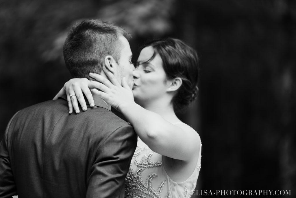 mariage français cérémonie noir et blanc chalet bois rond québec photo 7145 1024x684 - Mariage avec une touche vintage dans un chalet en bois ronds: Marine & François-Rémi