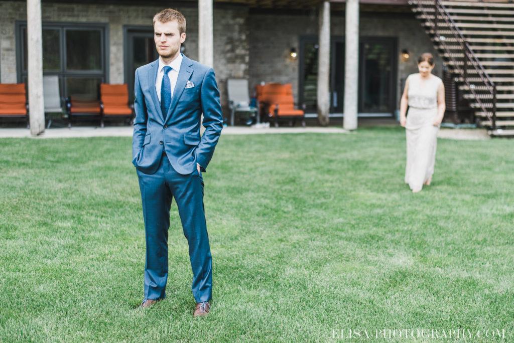 mariage français first look chalet bois rond québec photo 6825 1024x684 - Mariage avec une touche vintage dans un chalet en bois ronds: Marine & François-Rémi