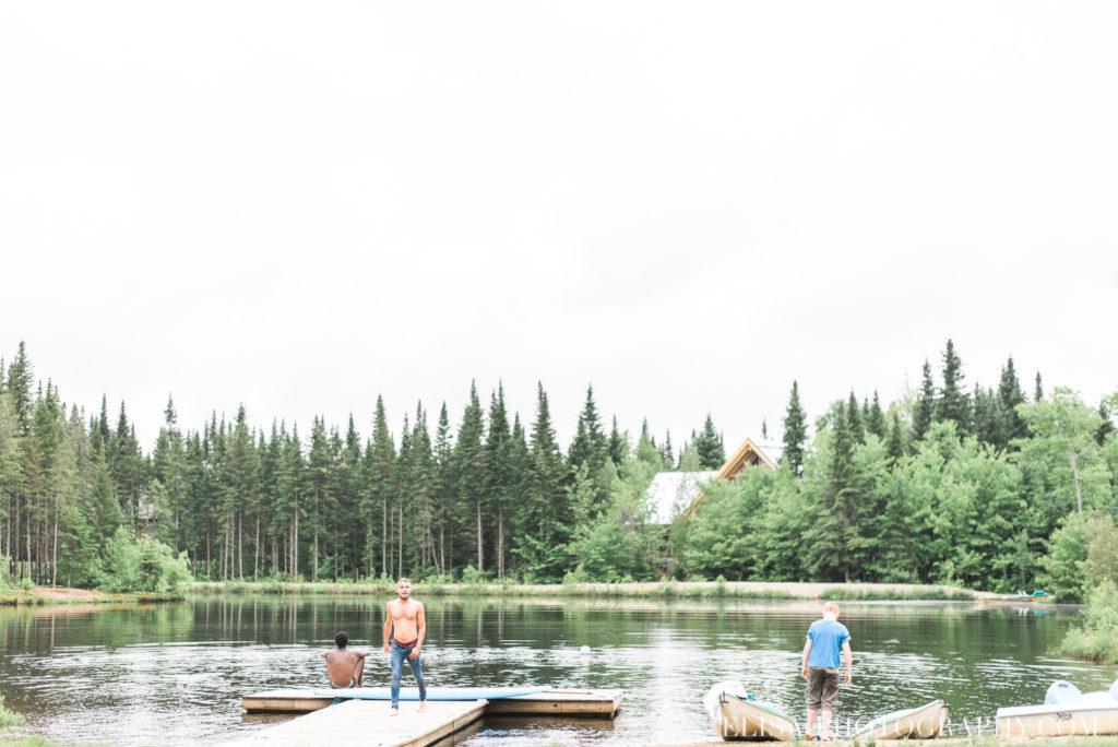 mariage français lac pédalo kayak chalet bois rond québec photo 6621 1024x684 - Mariage avec une touche vintage dans un chalet en bois ronds: Marine & François-Rémi