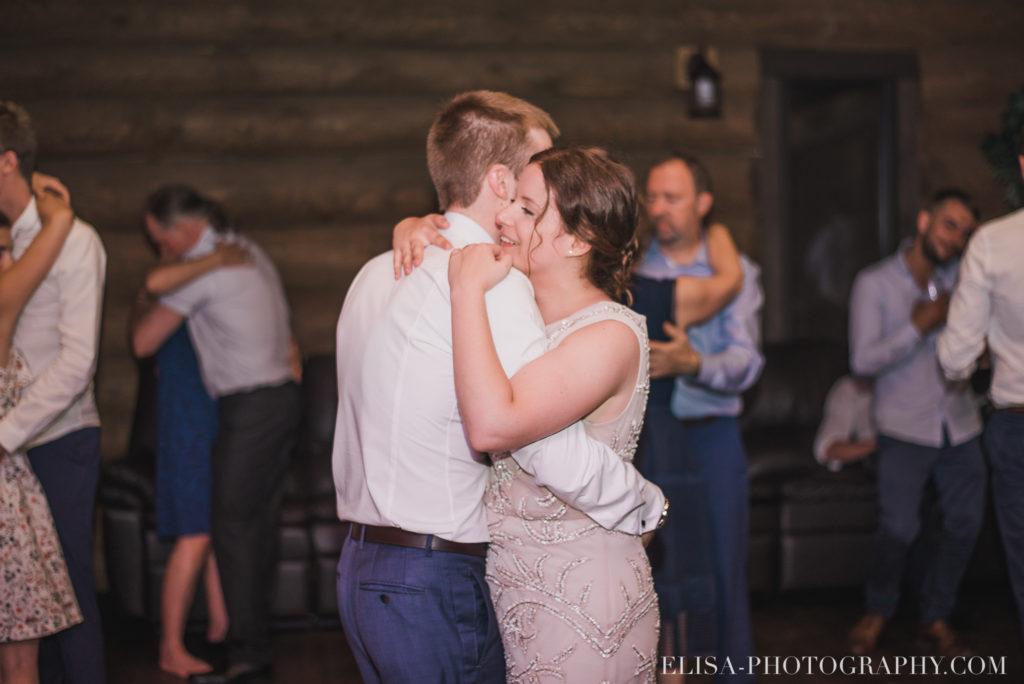 mariage français réception danse chalet bois rond québec photo 8244 1024x684 - Mariage avec une touche vintage dans un chalet en bois ronds: Marine & François-Rémi