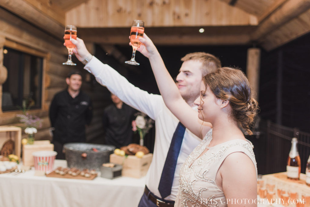 mariage français toast réception chalet bois rond québec photo 8073 1024x684 - Mariage avec une touche vintage dans un chalet en bois ronds: Marine & François-Rémi