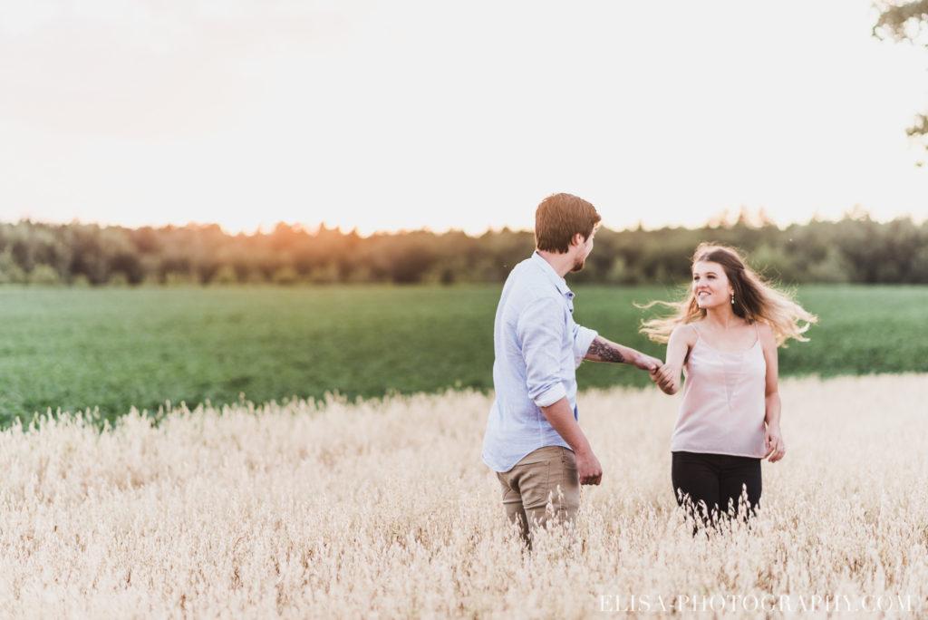 fiançailles champs blé d inde coucher soleil rustique ile orléans photos 9887 1024x684 - Fiançailles à l'île d'Orléans: Claudia + Jack