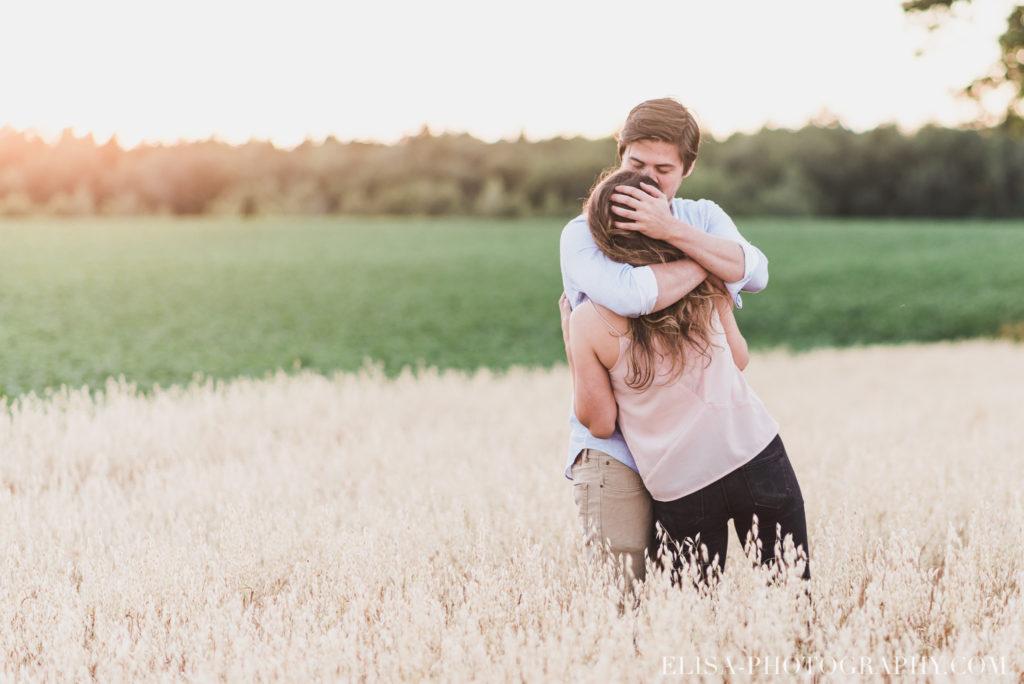 fiançailles champs blé d inde coucher soleil rustique ile orléans photos 9902 1024x684 - Fiançailles à l'île d'Orléans: Claudia + Jack