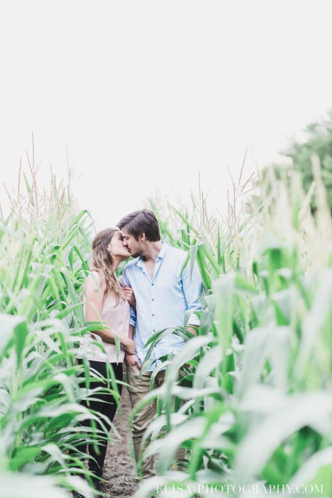 fiançailles champs blé d inde coucher soleil rustique ile orléans photos 9943 684x1024 - Fiançailles à l'île d'Orléans: Claudia + Jack