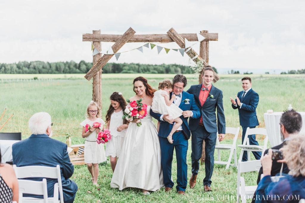 mariage cérémonie sortie des mariés enfants le germain charlevoix photo 9370 1024x684 - Mariage en toute élégance à l'hôtel Le Germain de Charlevoix: Véronique & Eric