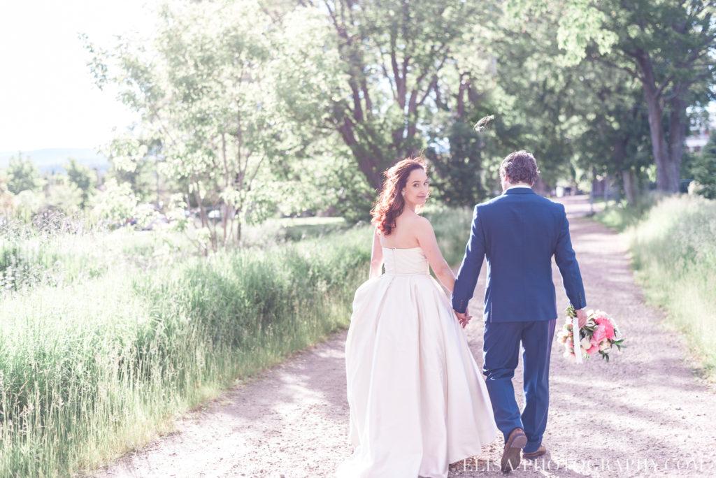 mariage portrait couple mariés montagne champs le germain charlevoix photo 9596 1024x684 - Mariage en toute élégance à l'hôtel Le Germain de Charlevoix: Véronique & Eric