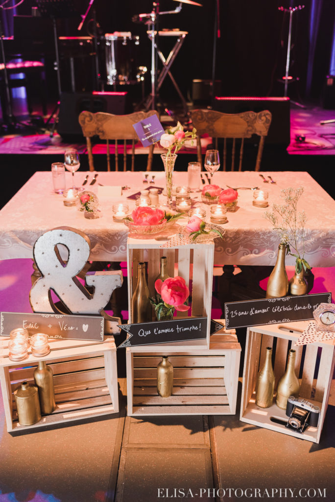 mariage salle de réception table d honneur pivoines le germain charlevoix photo 9794 684x1024 - Mariage en toute élégance à l'hôtel Le Germain de Charlevoix: Véronique & Eric