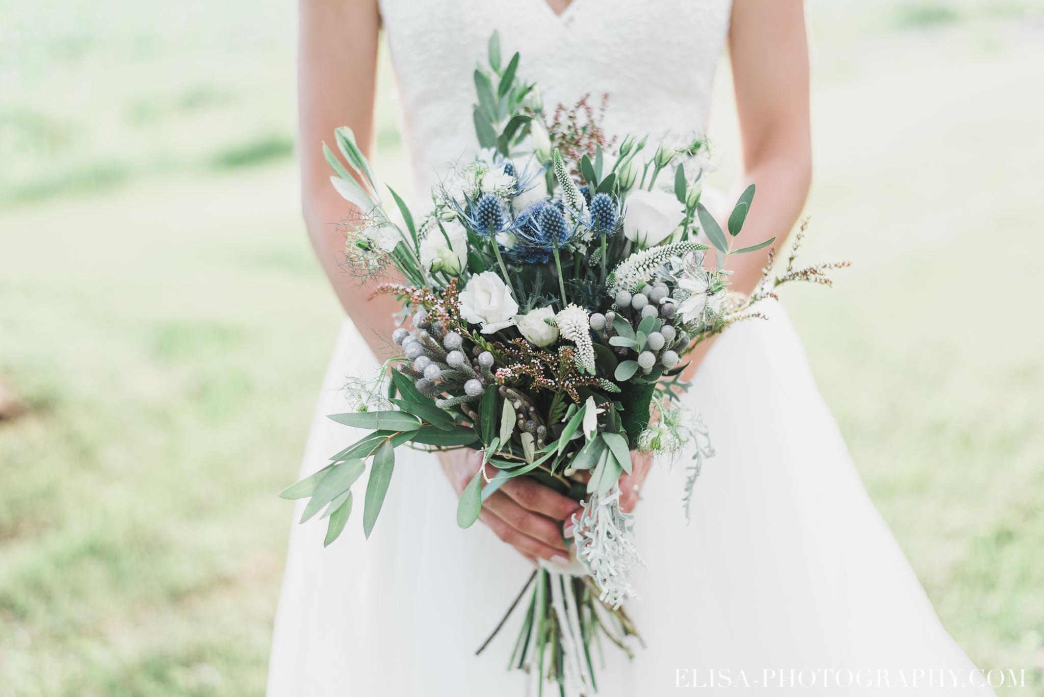 photo mariage bouquet fleurs bleues mariée vieux presbytère batiscan 3275 - Galerie photos de mariage
