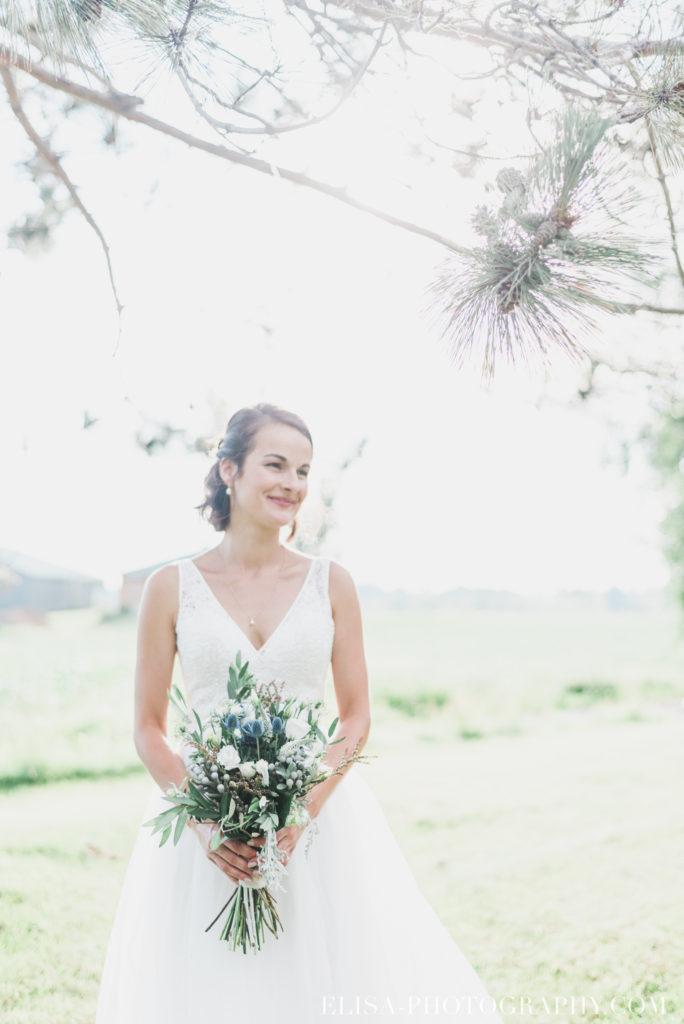 photo mariage bouquet fleurs bleues mariée vieux presbytère batiscan 3278 684x1024 - Mariage au vieux presbitère de Batiscan: Cindy & Dany