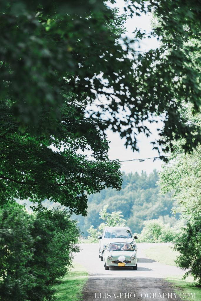 photo mariage cérémonie arrivée de la mariée auto époque vielle antiquité vieux presbytère batiscan 2586 684x1024 - Mariage au vieux presbitère de Batiscan: Cindy & Dany