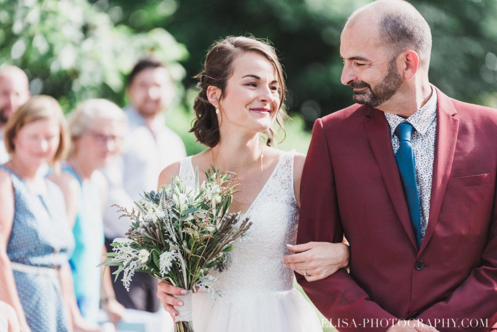 photo mariage cérémonie arrivée de la mariée frère vieux presbytère batiscan 2695 1024x684 - Mariage au vieux presbitère de Batiscan: Cindy & Dany