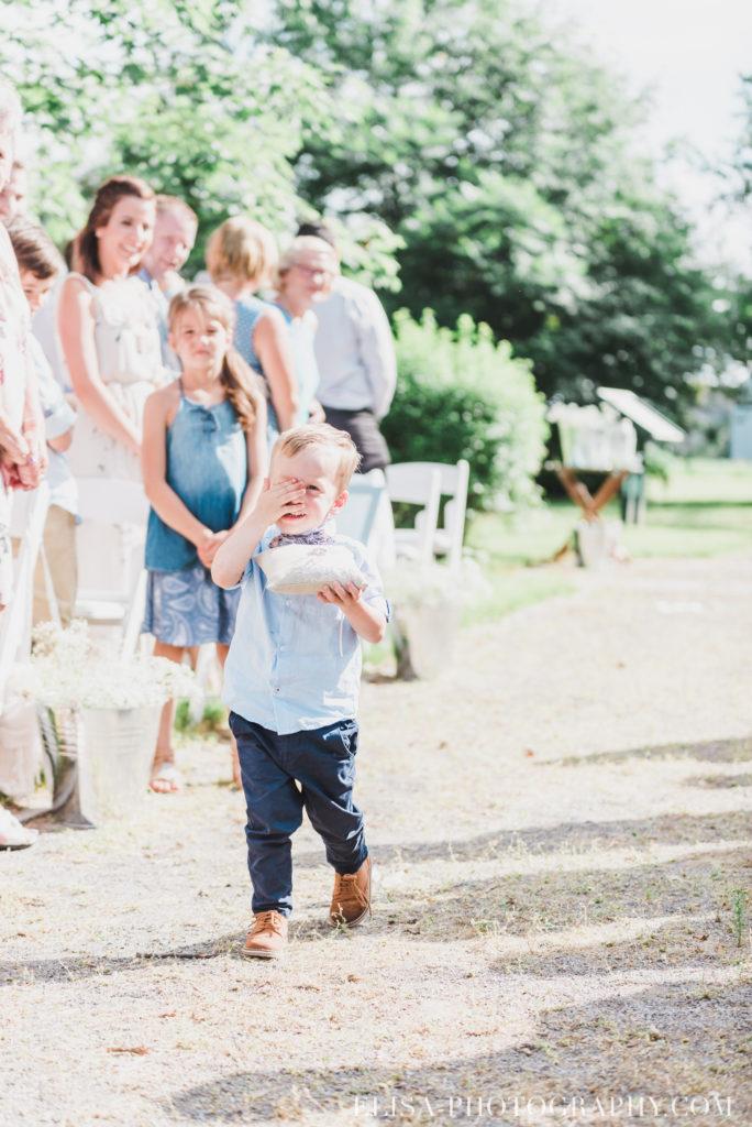 photo mariage cérémonie bouquetière page vieux presbytère batiscan 2650 684x1024 - Mariage au vieux presbitère de Batiscan: Cindy & Dany