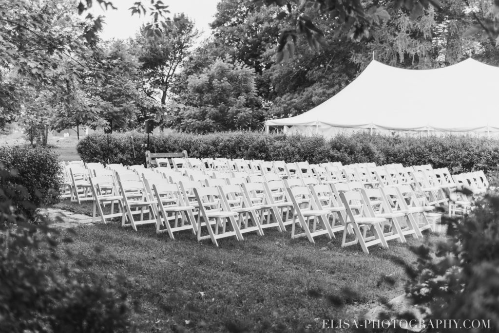 photo mariage cérémonie fleurs vieux presbytère batiscan 2476 1024x684 - Mariage au vieux presbitère de Batiscan: Cindy & Dany