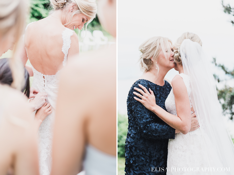 maman de la mariee aide sa fille a mettre sa robe avec son cortege