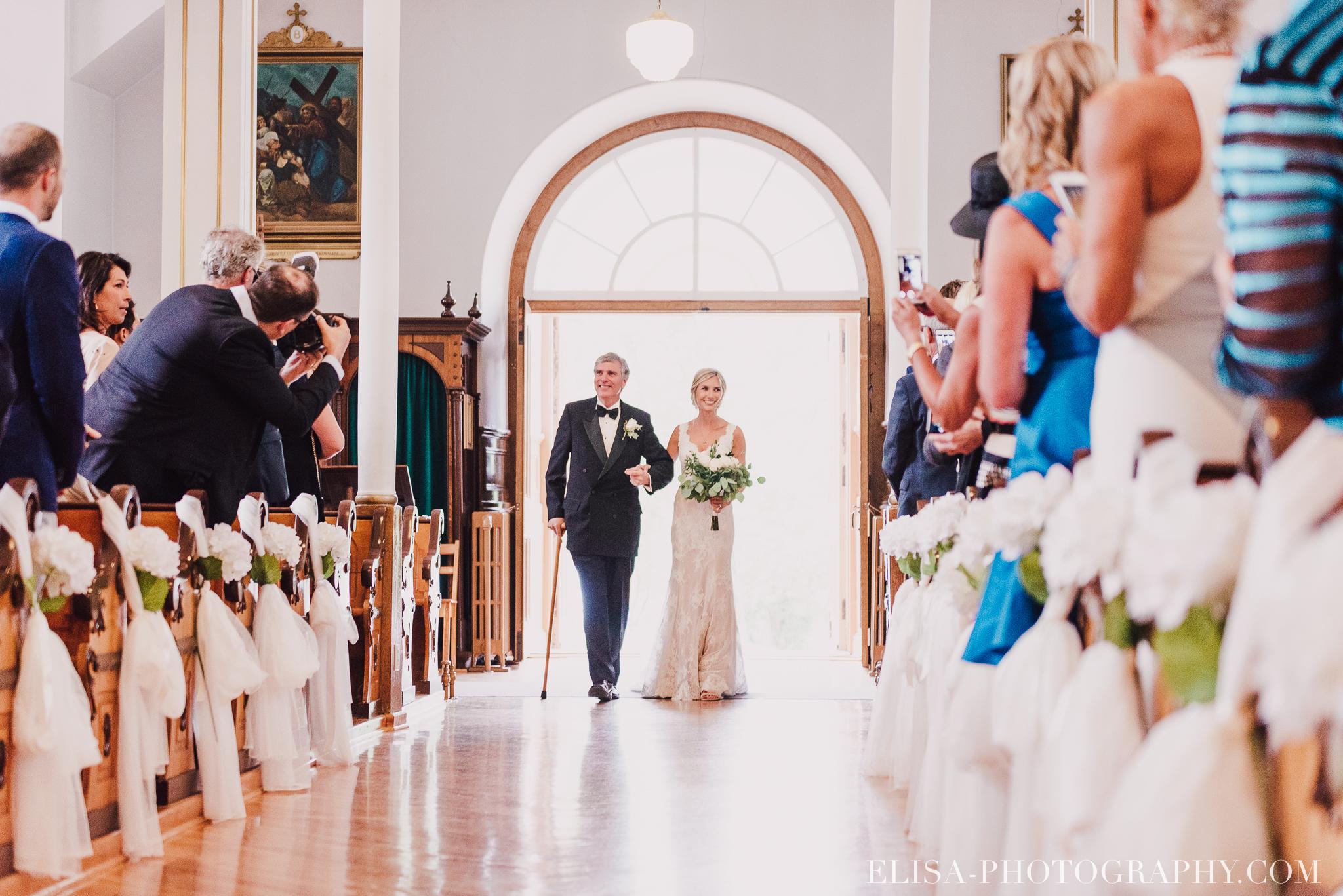 photo mariage entree de la mariee eglise domaine prive estate bord de l eau 3436 - Mariage sur un domaine privé au bord de l'eau: Emmanuelle & Marc-Antoine