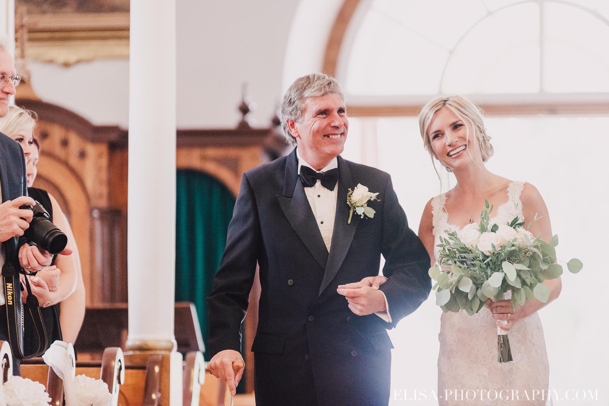 photo mariage entree de la mariee eglise domaine prive estate bord de l eau 3445 - Mariage sur un domaine privé au bord de l'eau: Emmanuelle & Marc-Antoine