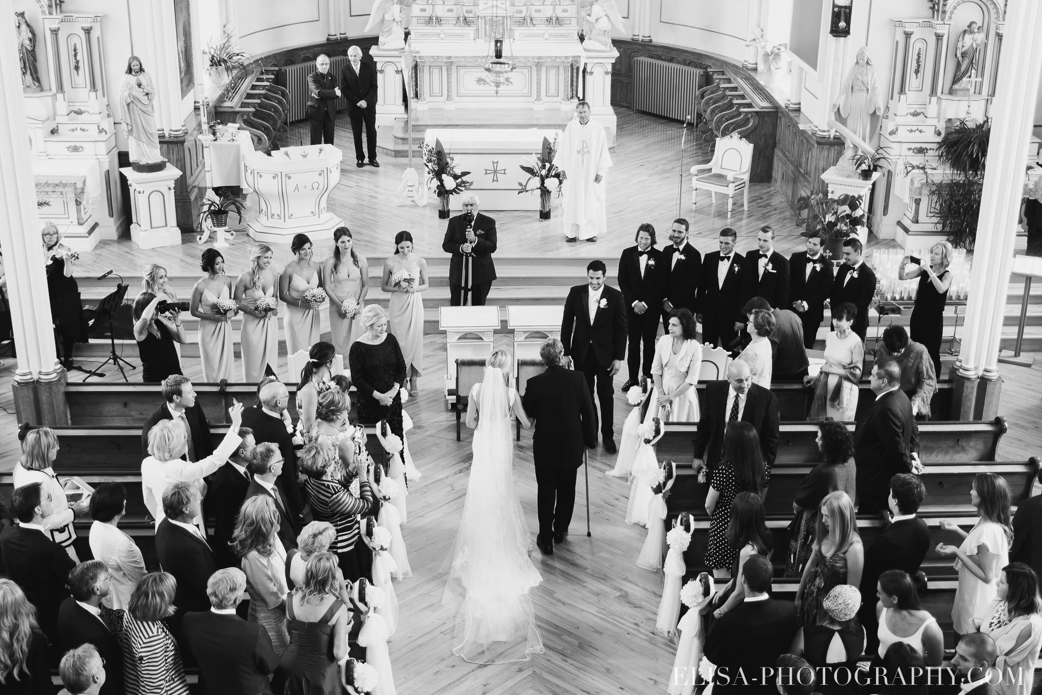 photo mariage entree de la mariee eglise domaine prive estate bord de l eau 6758 - Mariage sur un domaine privé au bord de l'eau: Emmanuelle & Marc-Antoine
