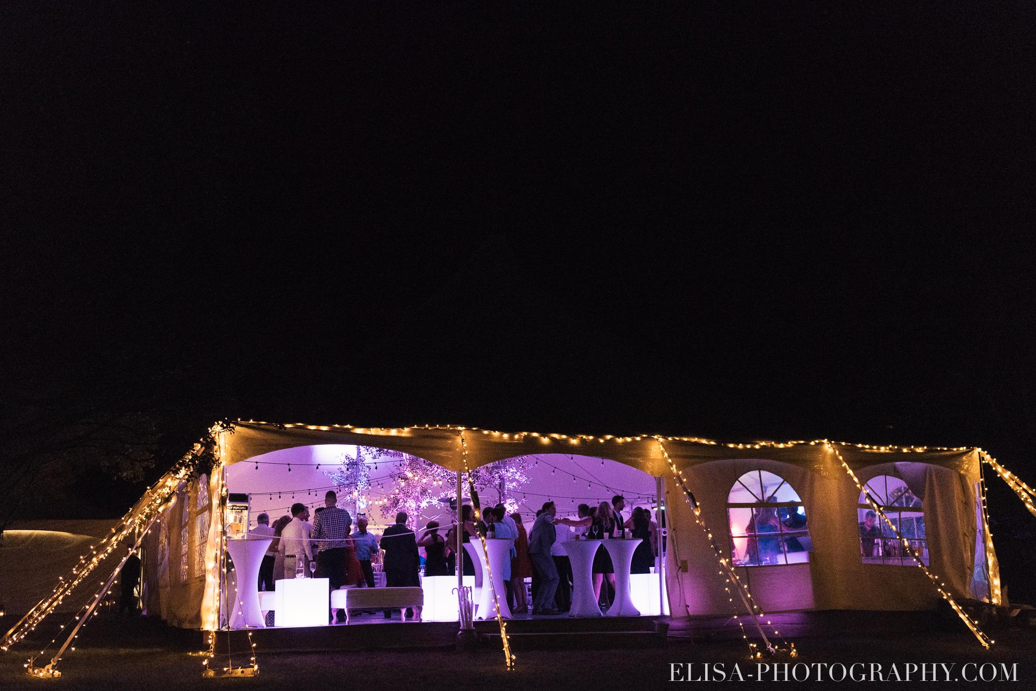 photo mariage reception fete danse projecteur chapiteau chic ville de quebec domaine prive estate bord de l eau 5544 - Mariage sur un domaine privé au bord de l'eau: Emmanuelle & Marc-Antoine