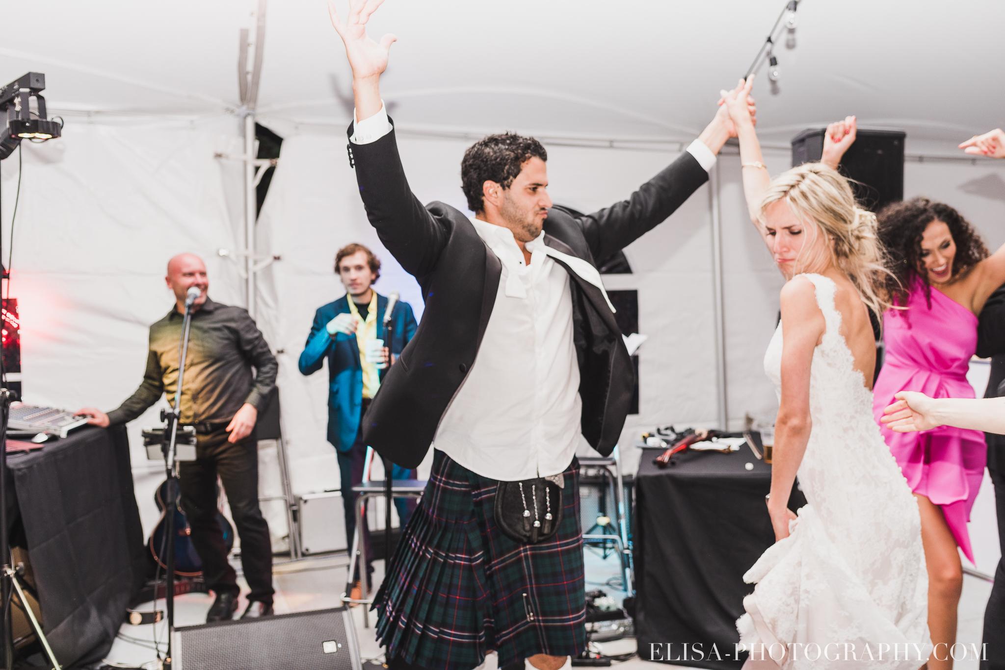 photo mariage reception fete danse projecteur chapiteau chic ville de quebec domaine prive estate bord de l eau 5573 - Mariage sur un domaine privé au bord de l'eau: Emmanuelle & Marc-Antoine