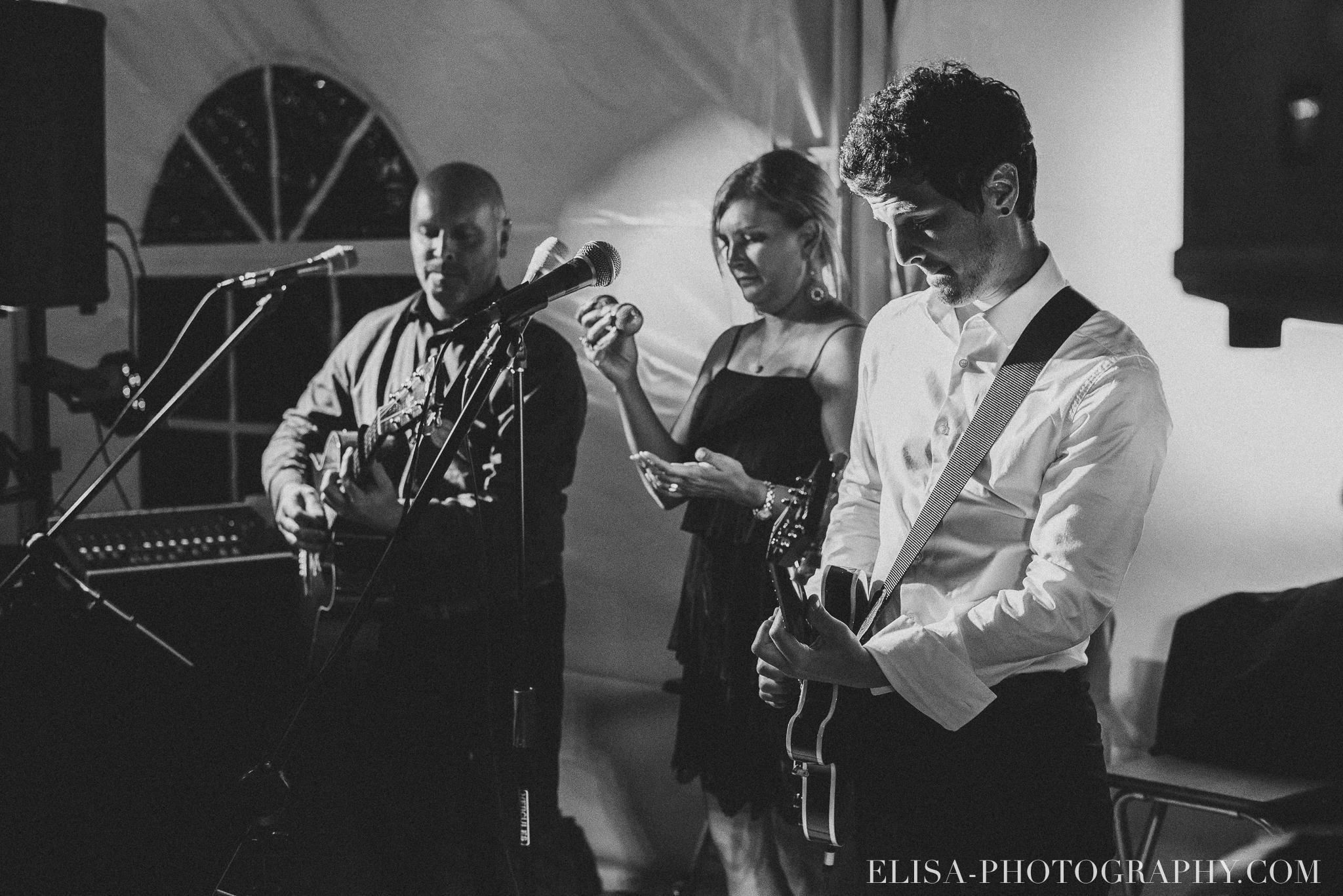 photo mariage reception musicien chapiteau chic ville de quebec domaine prive estate bord de l eau 5234 - Mariage sur un domaine privé au bord de l'eau: Emmanuelle & Marc-Antoine