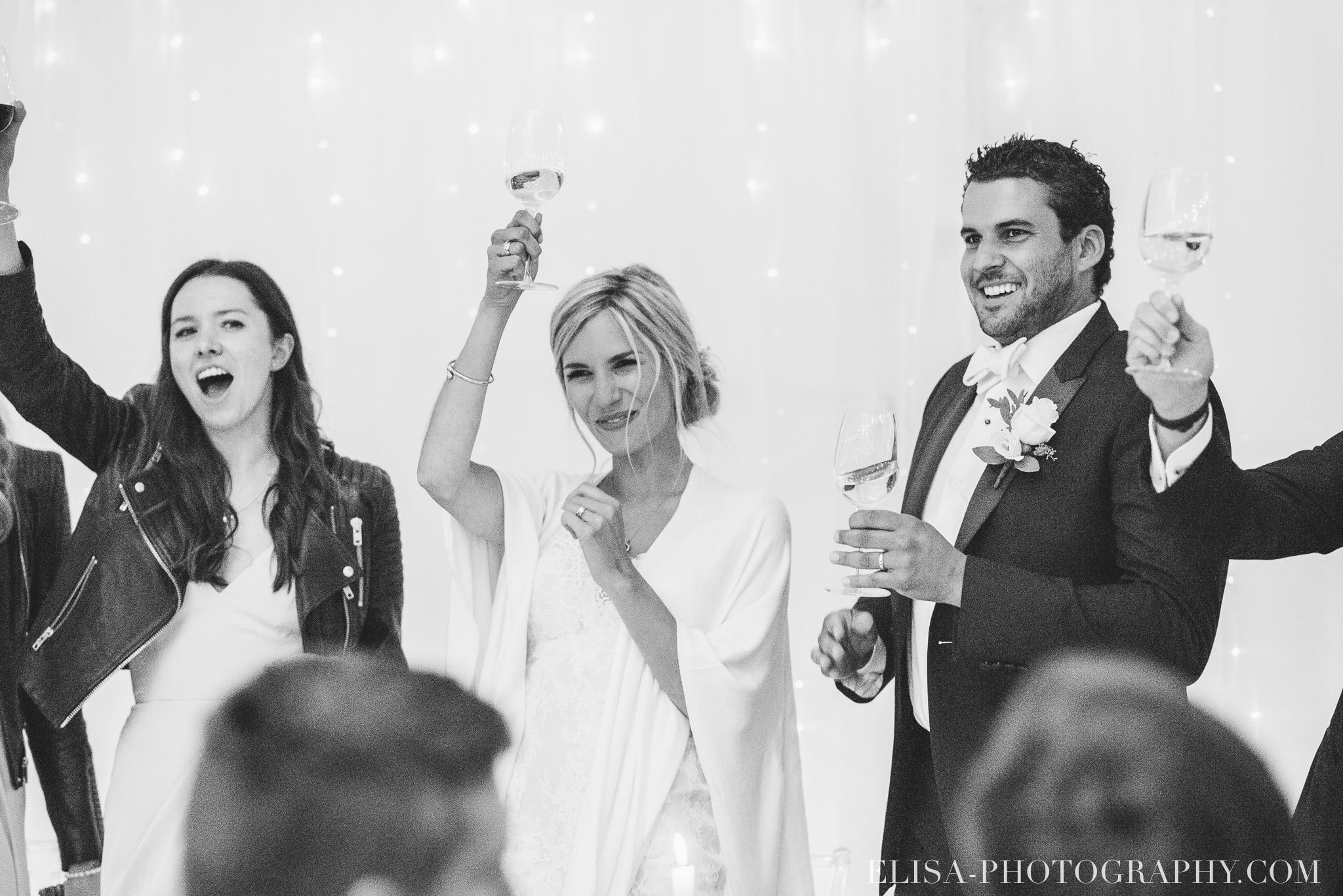 photo mariage reception toast chapiteau chic ville de quebec domaine prive estate bord de l eau 5051 - Mariage sur un domaine privé au bord de l'eau: Emmanuelle & Marc-Antoine