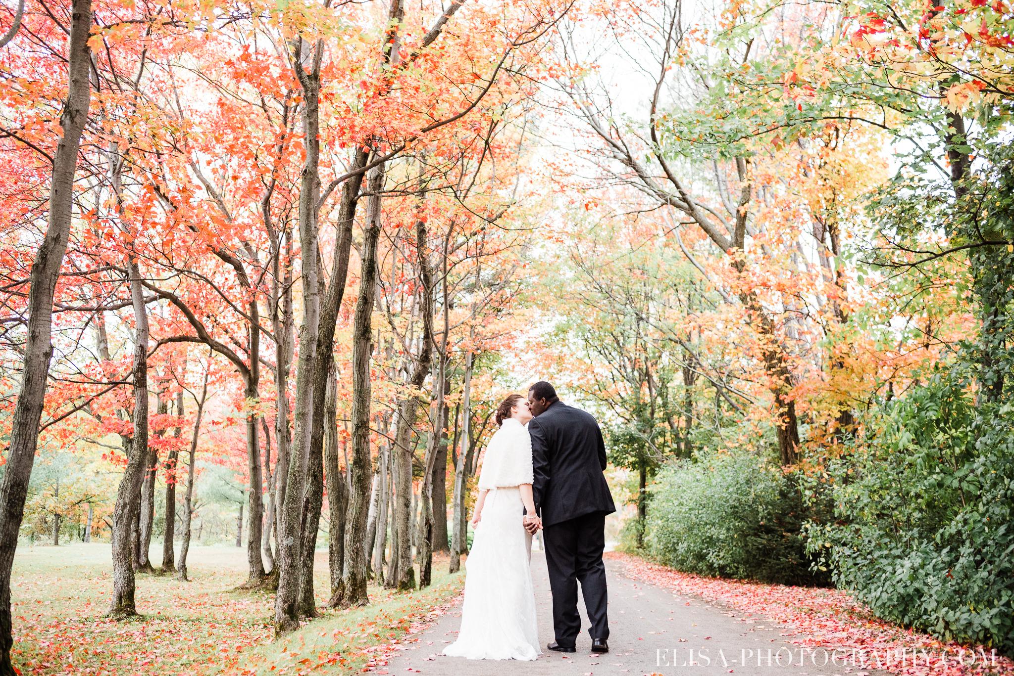 photo mariage golf cap rouge ville quebec bouquet roses blanches couple portrait automne 8106 - Galerie photos de mariage