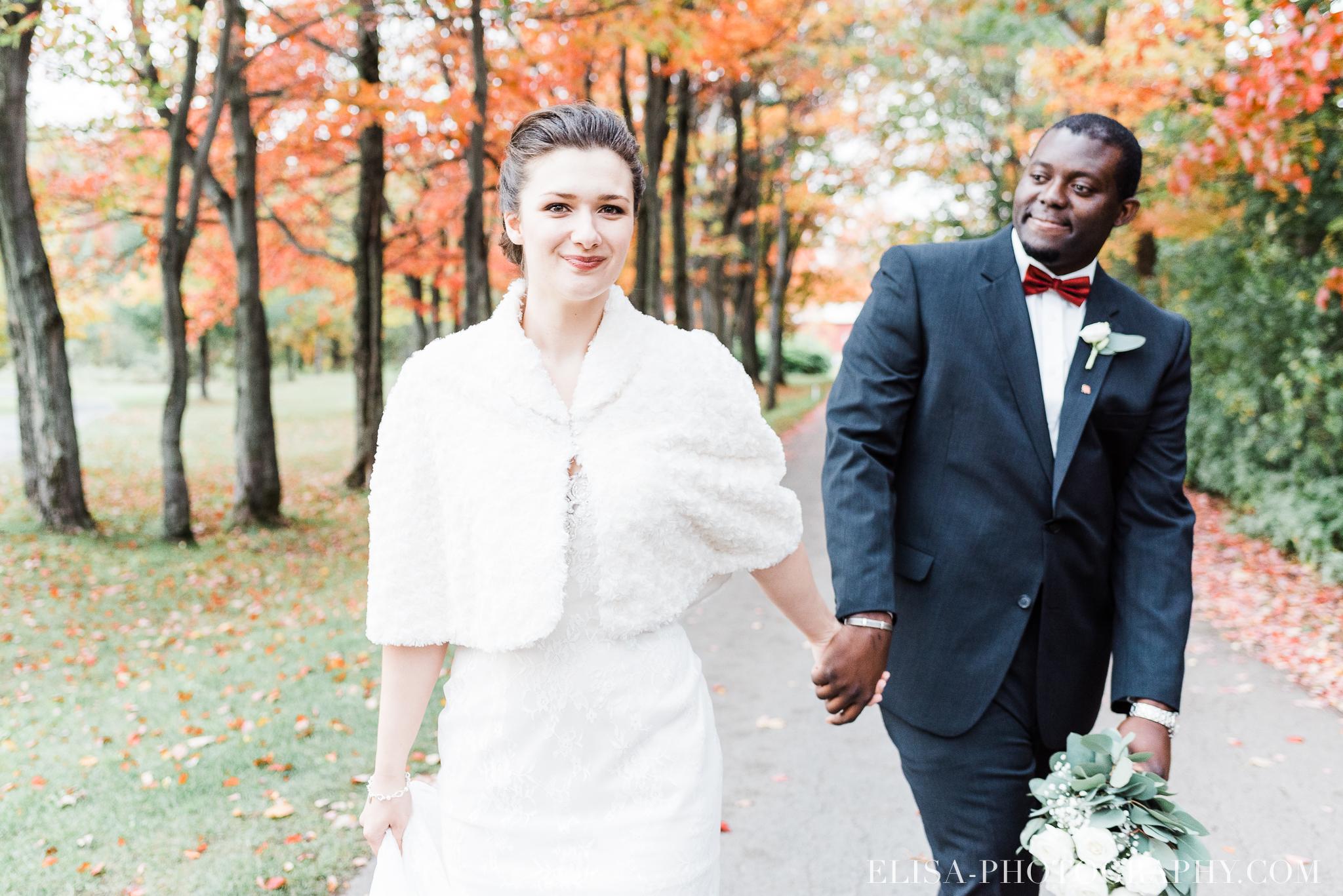 photo mariage golf cap rouge ville quebec bouquet roses blanches couple portrait automne 8124 - Mariage au Golf de Cap-Rouge, ville de Québec: Stéphanie & William