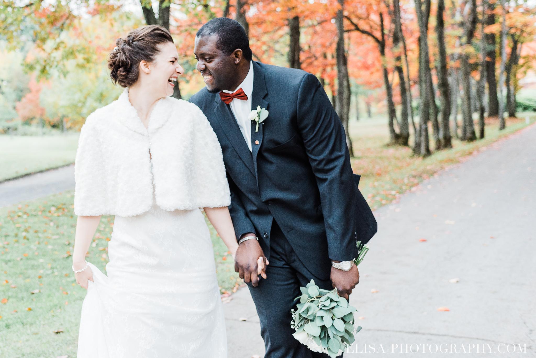photo mariage golf cap rouge ville quebec bouquet roses blanches couple portrait automne 8139 - Galerie photos de mariage