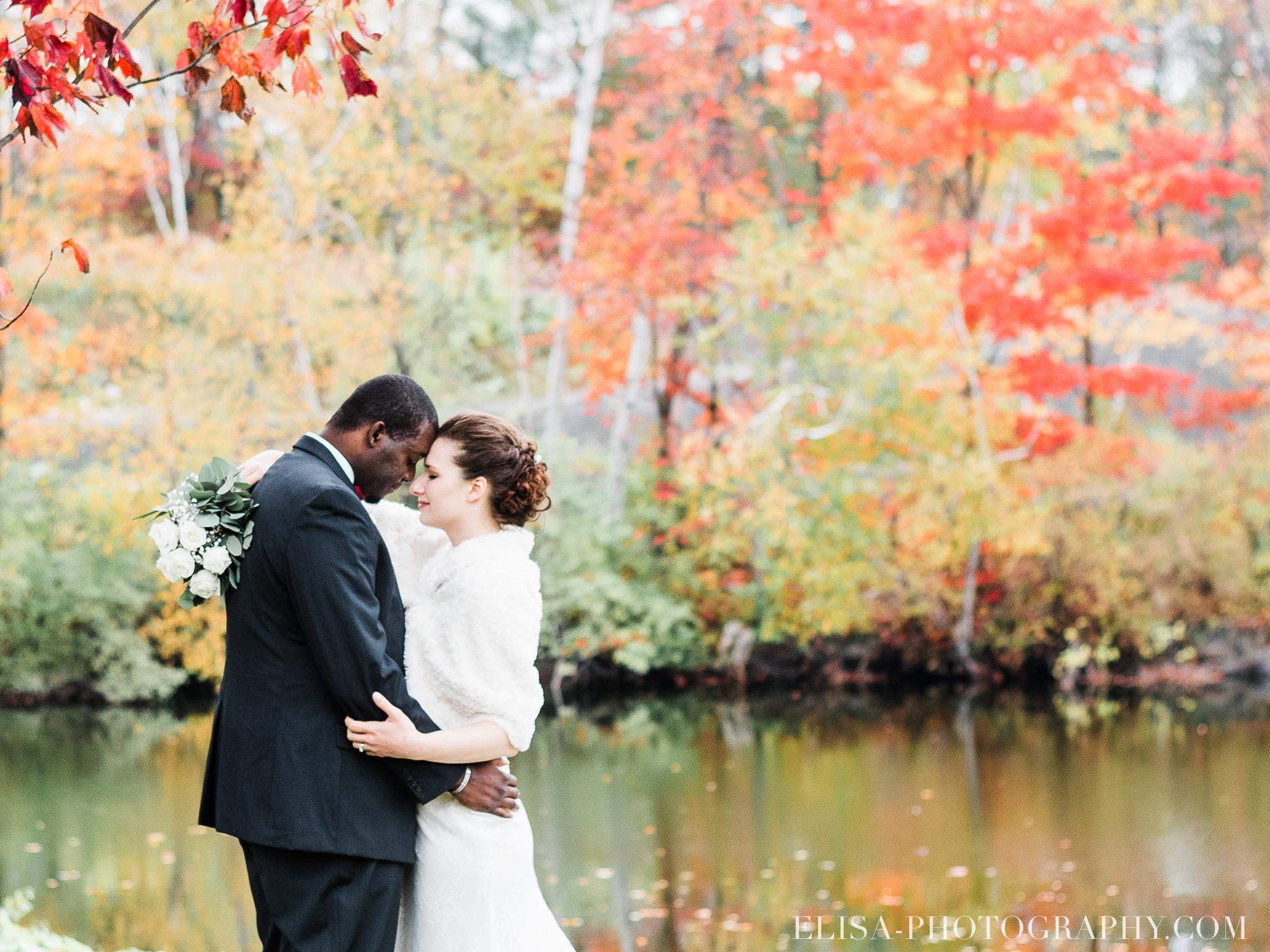 photo mariage golf cap rouge ville quebec bouquet roses blanches couple portrait automne 8180 - Mariage au Golf de Cap-Rouge, ville de Québec: Stéphanie & William