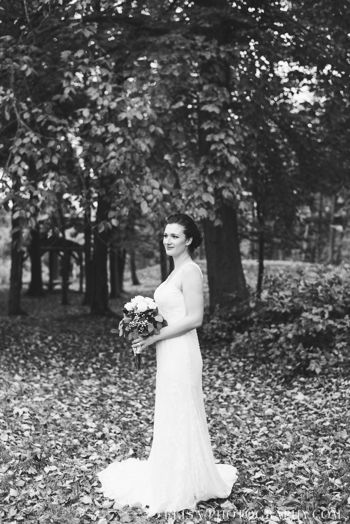 photo mariage golf cap rouge ville quebec bouquet roses blanches couple portrait automne 8236 - Mariage au Golf de Cap-Rouge, ville de Québec: Stéphanie & William