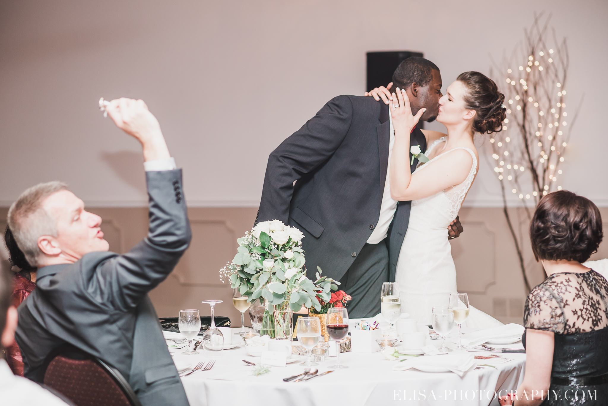 photo mariage reception toast coupe du gateau ville de quebec golf de cap rouge 8421 - Mariage au Golf de Cap-Rouge, ville de Québec: Stéphanie & William