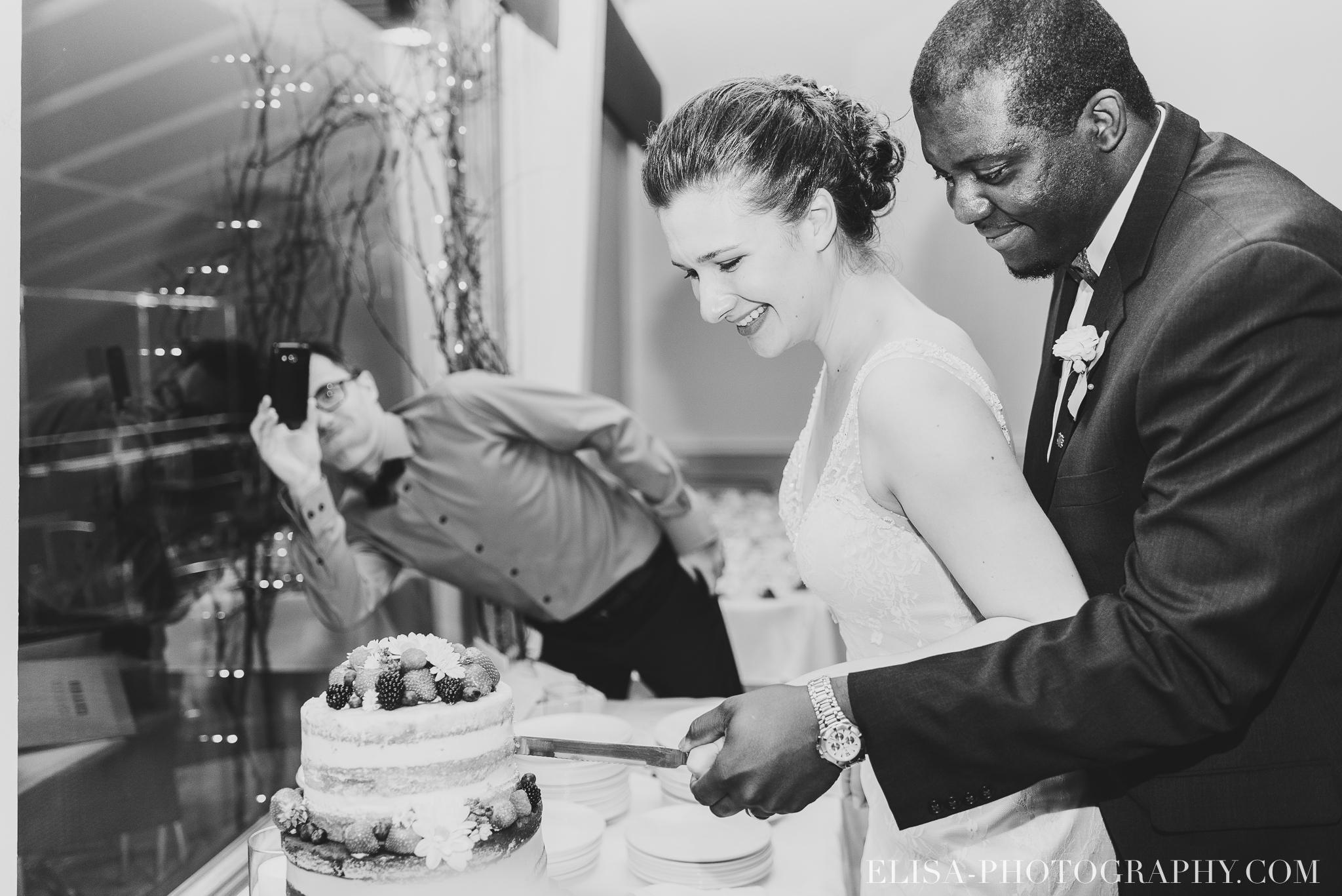 photo mariage reception toast coupe du gateau ville de quebec golf de cap rouge 8599 - Mariage au Golf de Cap-Rouge, ville de Québec: Stéphanie & William